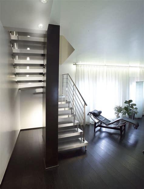 escalier suspendu demi tournant marches en bois