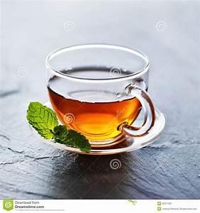 Tee Im Glas : glas hei er tee mit minze schm cken stockbild bild 53471931 ~ Markanthonyermac.com Haus und Dekorationen