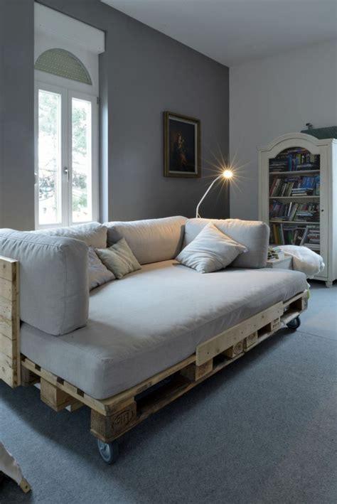 canapé pour coussin pour canape palette maison design bahbe com