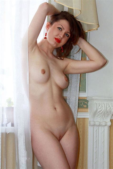 Amateur Russian Milf With Red Lips Russian Sexy Girls
