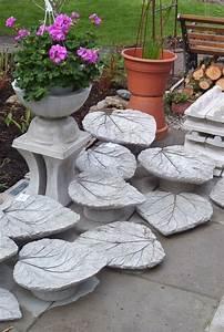 Basteln Mit Zement : gartendeko beton rhabarberblaetter selbstgemacht beton ~ Frokenaadalensverden.com Haus und Dekorationen