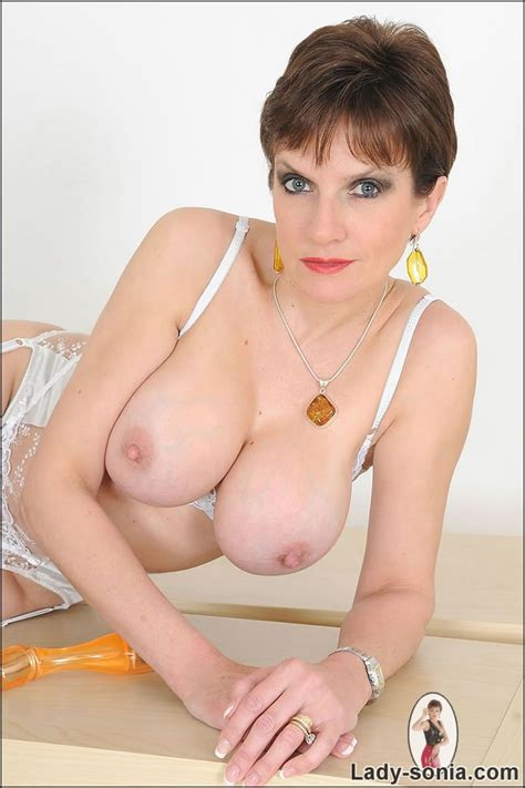 Stunning Big Tits Mature British Babe Trying Out Her New