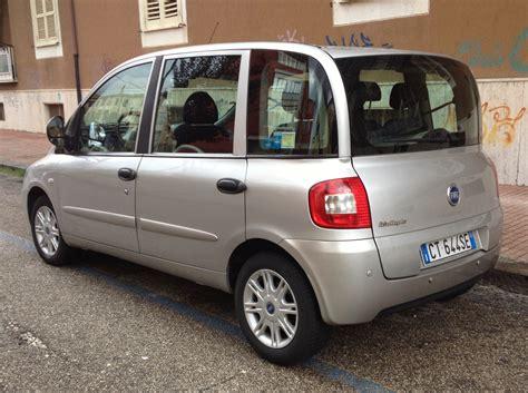 2005 Fiat Multipla Rear.jpg