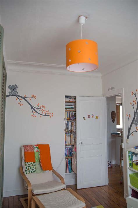 tapis chambre bébé pas cher une chambre de bébé blanche orange et verte du peps et