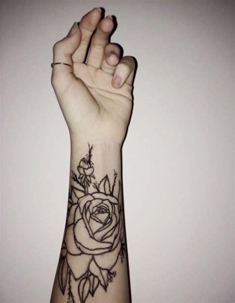 tatouage boussole femme poignet