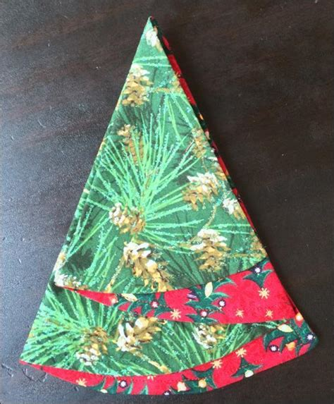 free sewing pattern folded christmas tree napkin