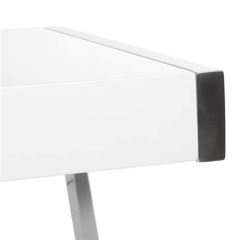 bureau d angle blanc laqué bureau d 39 angle glossy en bois blanc laqué et métal