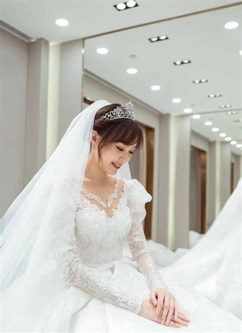 唐嫣单人婚纱照首曝光 穿上后甜笑不断似公主 - 360娱乐,你开心就好