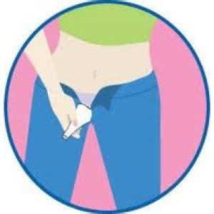 donne in bagno a fare pipi shewee lo strumento per le donne aiuta a fare la