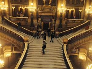 The Upper Floor : the grand staircase from a balcony on the upper floor ~ Farleysfitness.com Idées de Décoration