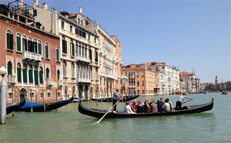 Difference Between Gondola And Boat by Secret Venice The Gondola Ride Aussie In France