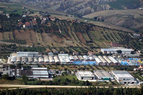 capannoni abbandonati decine di migliaia di capannoni abbandonati in italia