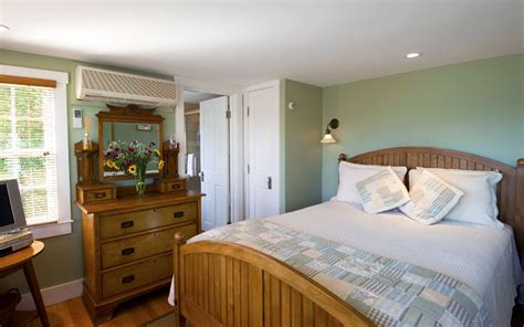 cape  lodging guest rooms revere guest house