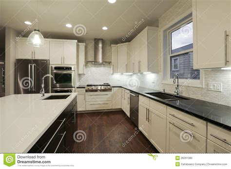 cuisine a la maison cuisine à la maison neuve photo stock image 26291380