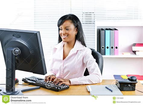 affaires de bureau femme d 39 affaires de sourire au bureau photo stock