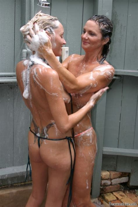 Milf Deauxma Takes A Shower With Her Girlfriend