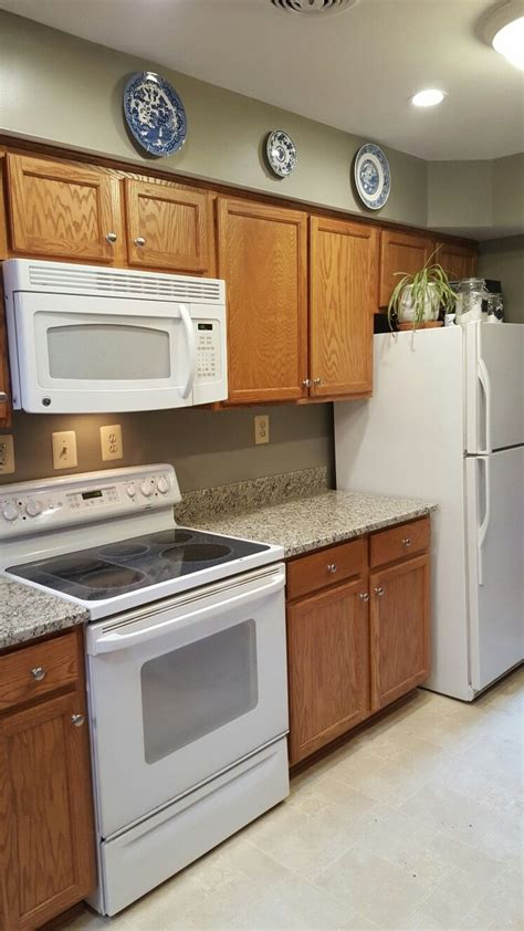 what color cabinets go with white appliances best granite color to tie together oak cabinets with white 493 | 9434aa417401599eaf3beea7b956272e