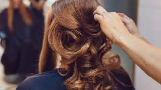 bride forgets choosing hairstyle