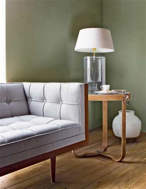peindre un canapé peinture les nouvelles couleurs tendancetollens et flamant