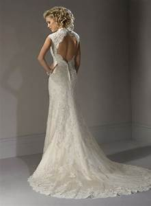 Lace wedding dress with open back sang maestro for Wedding dress lace open back