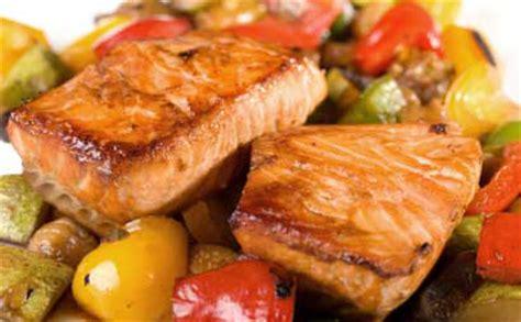 pavé de saumon en papillote saumon en papillote et ratatouille wecook