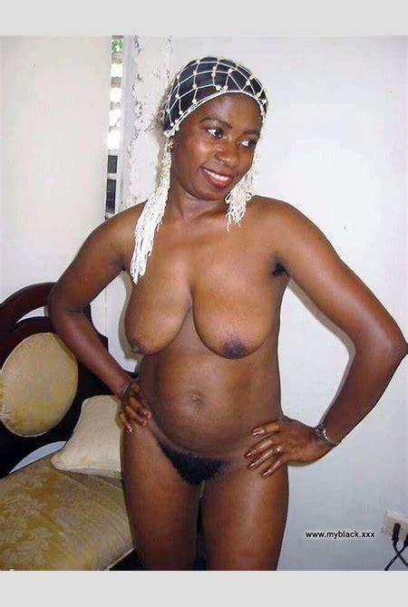 Black Amateurs Naked - Fatty black moms having fun absolutely naked