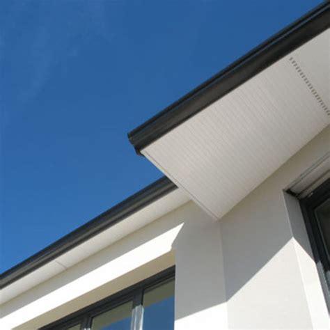 eclairage exterieur sous toiture habillage et protection de d 233 bord de toit en pvc pour le