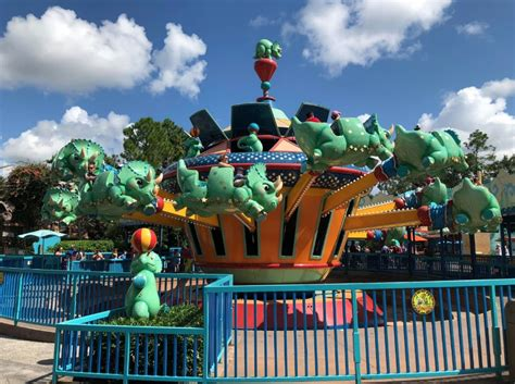 animal kingdom triceratop spin