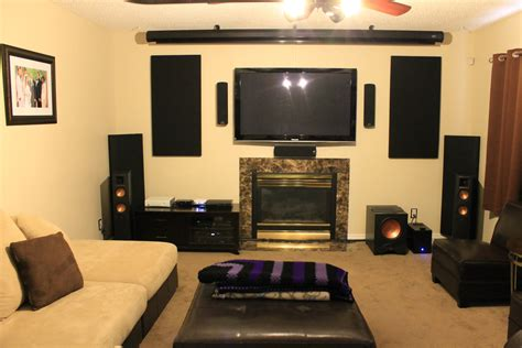 Living Room With Big Screen Tv