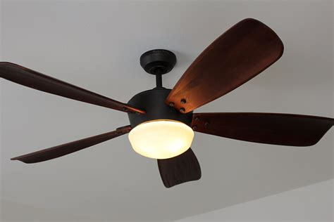 harbor breeze fan light bulb harbor breeze saratoga ceiling fan express your unique