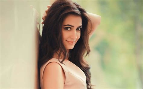 kriti kharbanda wallpapers bio age kriti kharbanda photos images hd wallpapers biography