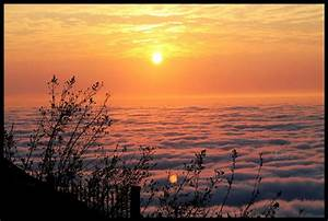 Sunrises Wallpapers - Sunrises Pictures From The Above Clouds