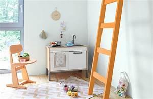 Farben Für Kinderzimmer : wandfarbe farbgestaltung im kinderzimmer f r kleinkinder ~ Frokenaadalensverden.com Haus und Dekorationen