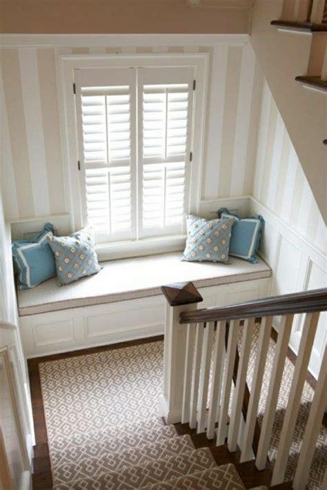 canapé sous fenetre adoptez l aménagement sous escalier chez vous