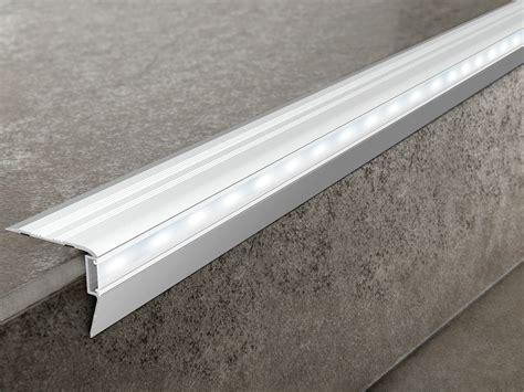 profil 233 de protection des marches en aluminium avec led prostair led by progress profiles