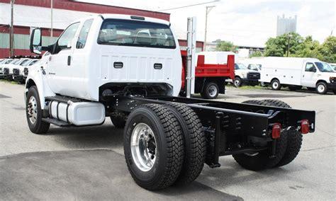 trucks  sale ford medium duty trucks