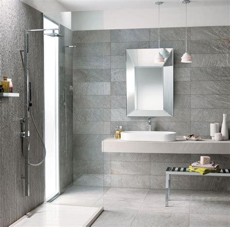 bagni piastrellati moderni un bagno moderno con il grigio elegante della collezione