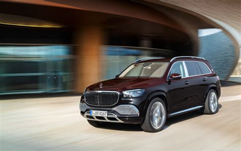 The bus has 3 axles. Cars desktop wallpapers Mercedes-Maybach GLS 600 4MATIC - 2020
