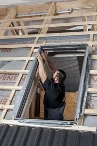 Kosten Einbau Dachfenster : anleitung velux dachfenster selber einbauen ~ Frokenaadalensverden.com Haus und Dekorationen