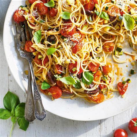 cuisiner les tomates cerises recette pates aux courgettes et tomates 28 images p