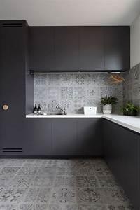 Carreaux ciment cuisine koya intrieure cuisine avec for Idee deco cuisine avec credence cuisine gris anthracite