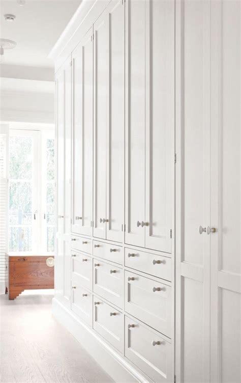 Diy Built In Bedroom Cupboards by Best 25 Built In Bedroom Cabinets Ideas On
