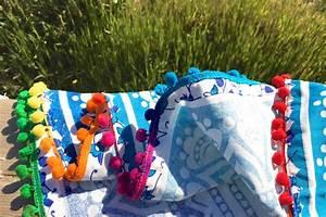 Serviette De Plage Ronde Eponge : drap de plage mandala rond bleu pompons multicolores ~ Teatrodelosmanantiales.com Idées de Décoration