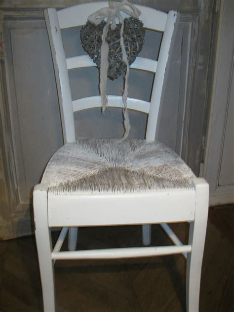 relooker chaise paille moderniser une chaise en paille finest repeindre chaise