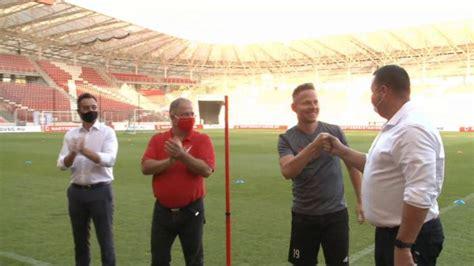 23 aralık 1986, debrecen), sol açık mevkinde forma giyen macar millî futbolcudur. Dzsudzsák Balázs aláírt a DVSC-hez - Hír TV