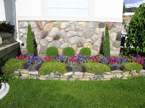Decorating Flower Beds  Small Yard Landscape, Flower Beds