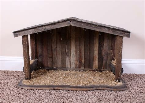 nativity stable ideas  pinterest nativity creche christmas manger  willow tree