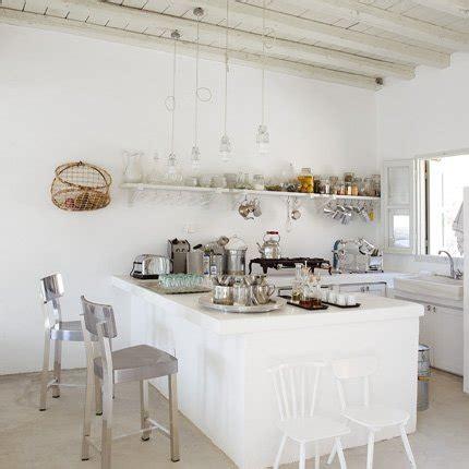 cuisine toute blanche cuisine blanche à l 39 ancienne maison
