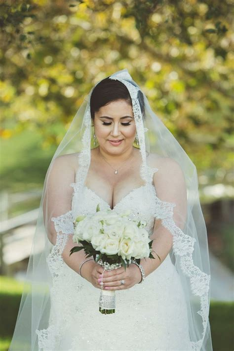 Plus Size Bride Wish Someone Would Of Fixed My Veil
