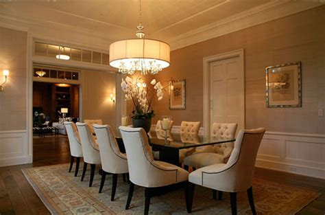 Contemporary Dining Room Design With Round Oversized